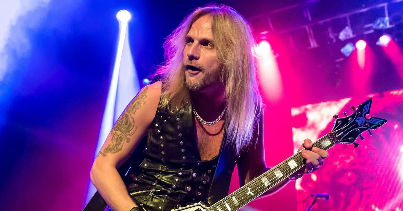Richie Faulkner, guitarrista do Judas Priest, está estável após cirurgia