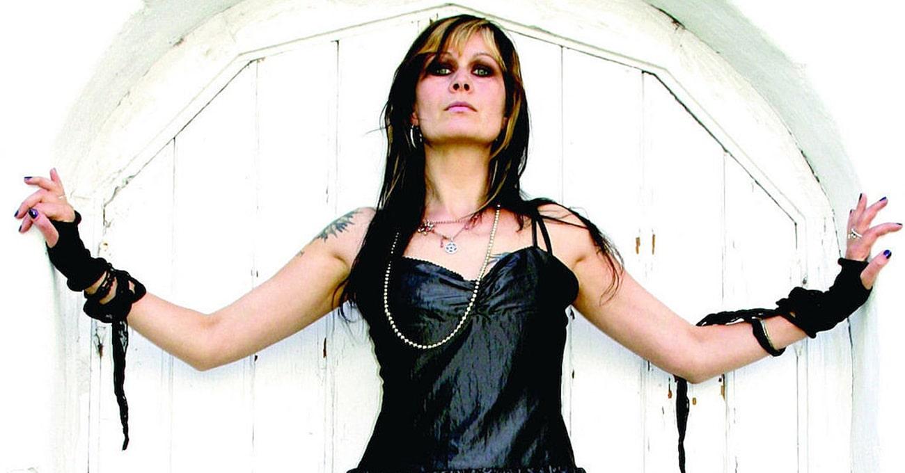 Cantora que gravou com Cradle of Filth e Satyricon é morta a flechadas